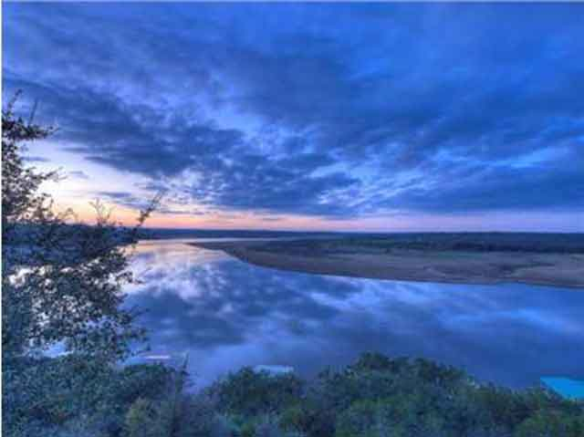 Lake-Travis-Lookout-View-in-the-morning